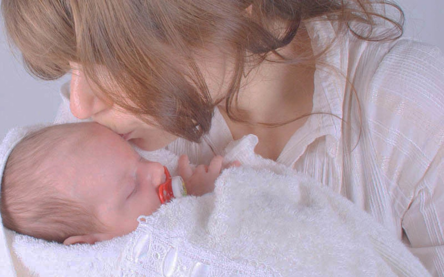 Paleo Diet and Breastfeeding Mothers and Babies image