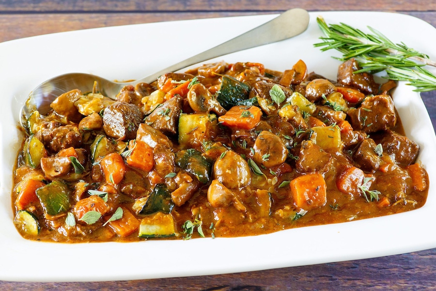 https://thepaleodiet.imgix.net/images/Beef-Stew_FINAL_02-e1571258151888.jpg?auto=compress%2Cformat&fit=clip&q=95&w=900