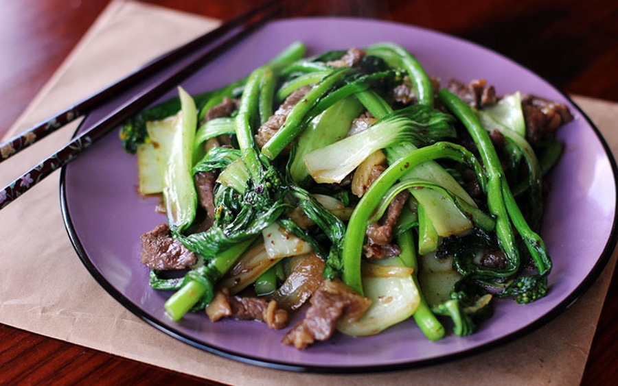 https://thepaleodiet.imgix.net/images/Beef-and-Asian-Greens-Stir-Fry-Wide.jpg?auto=compress%2Cformat&fit=clip&q=95&w=900