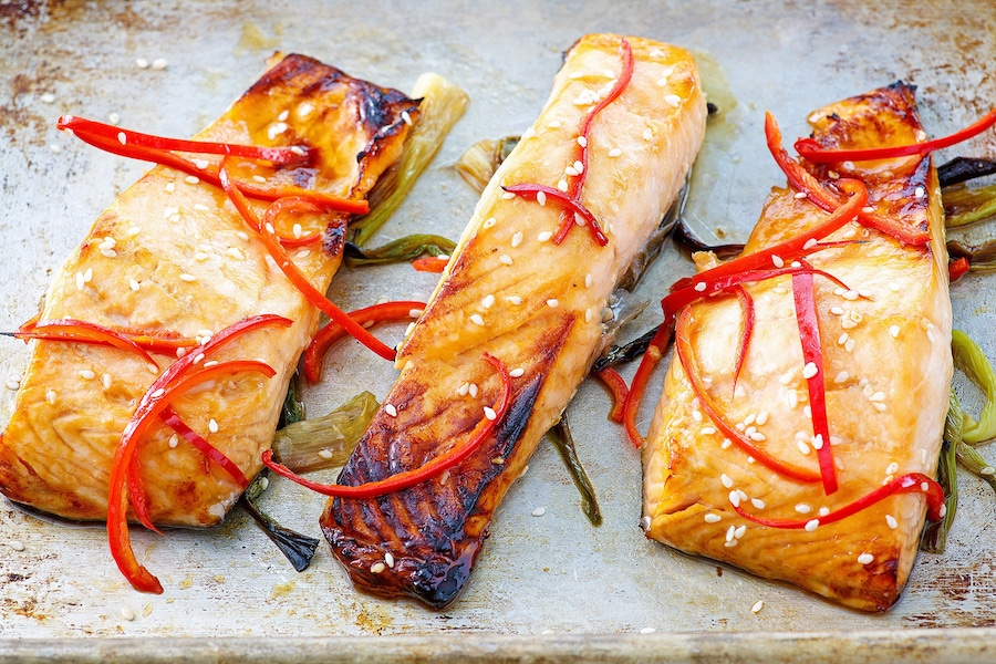 https://thepaleodiet.imgix.net/images/Broiled-Salmon-with-Scallions-and-Sesame_FINAL06-smaller-4.jpg?auto=compress%2Cformat&fit=clip&q=95&w=900