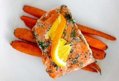 Dill Salmon Packets with Carrots Top view 768x512