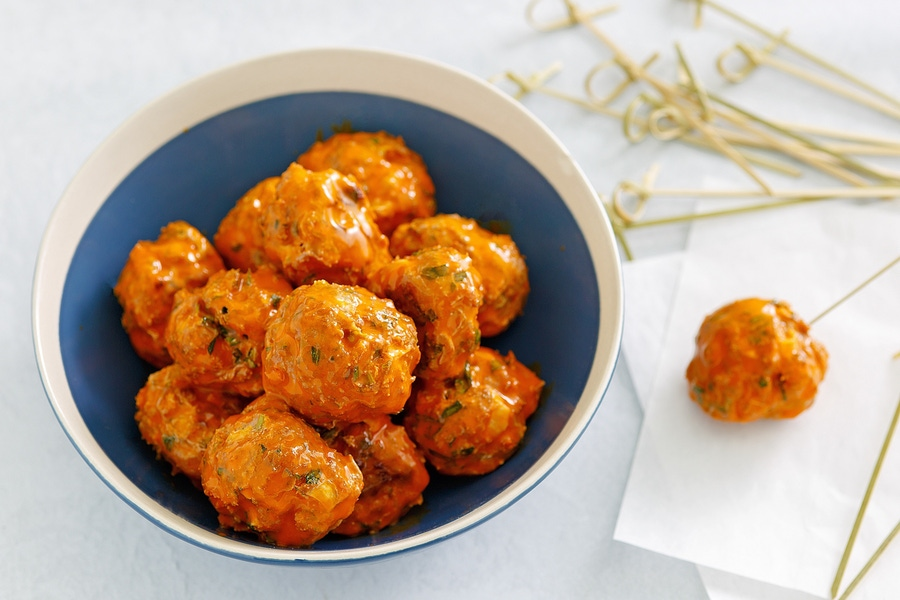 https://thepaleodiet.imgix.net/images/Mini-Buffalo-Chicken-Meatballs_FINAL02.jpg?auto=compress%2Cformat&fit=clip&q=95&w=900