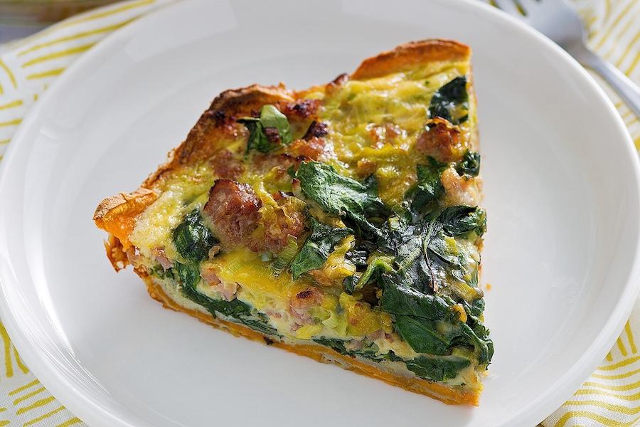 https://thepaleodiet.imgix.net/images/Spinach-Leek-Quiche_FINAL04.jpg?auto=compress%2Cformat&crop=focalpoint&fit=crop&fp-x=0.5&fp-y=0.5&q=95&w=900