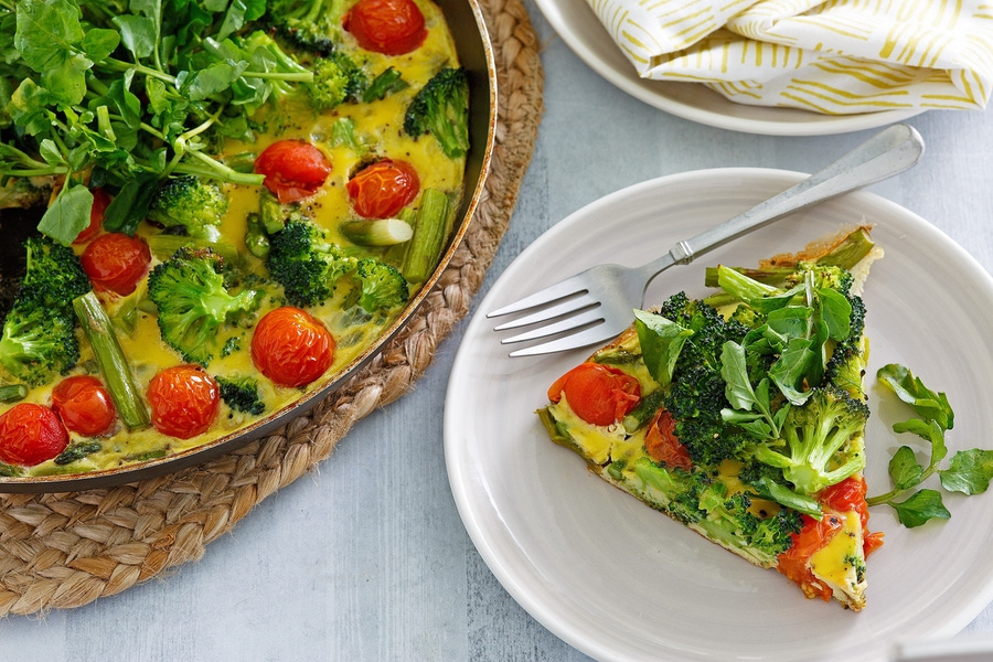 https://thepaleodiet.imgix.net/images/Spring-Veggie-Frittata_FINAL02.jpg?auto=compress%2Cformat&fit=clip&q=95&w=900