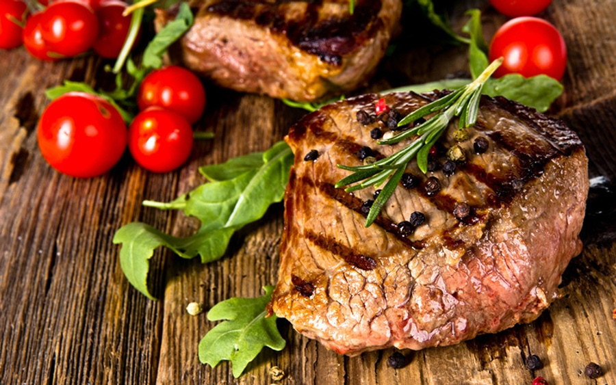 https://thepaleodiet.imgix.net/images/Steak-Meat-Beef-Tomato-Grilled-Seared-Rosemary1.jpg?auto=compress%2Cformat&fit=clip&q=95&w=900