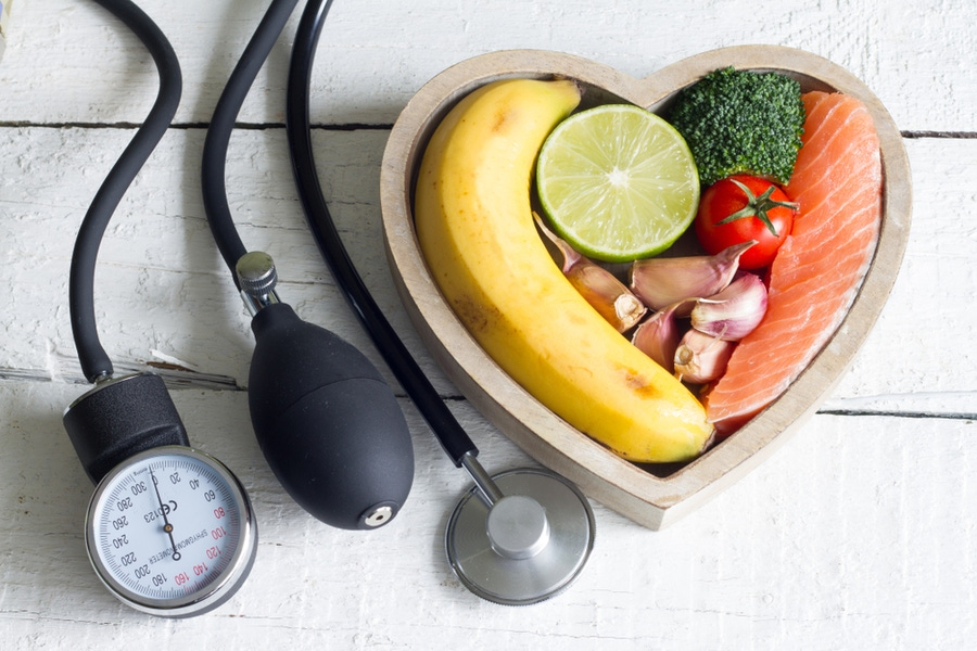 https://thepaleodiet.imgix.net/images/blood-pressure-and-diet.jpg?auto=compress%2Cformat&fit=clip&q=95&w=900
