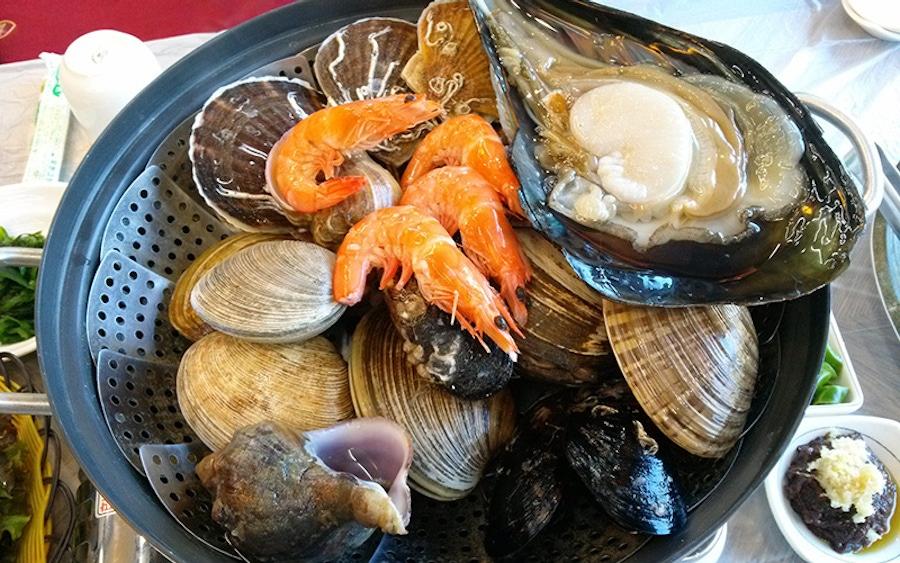https://thepaleodiet.imgix.net/images/grilled-shellfish-253603.jpg?auto=compress%2Cformat&fit=clip&q=95&w=900