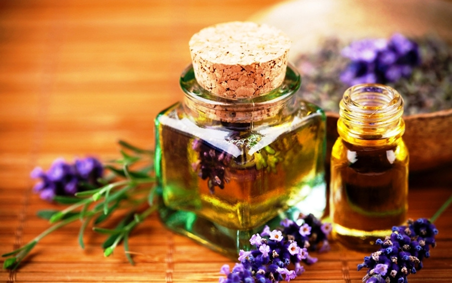 https://thepaleodiet.imgix.net/images/lavender-essential-oil.jpg?auto=compress%2Cformat&fit=clip&q=95&w=900