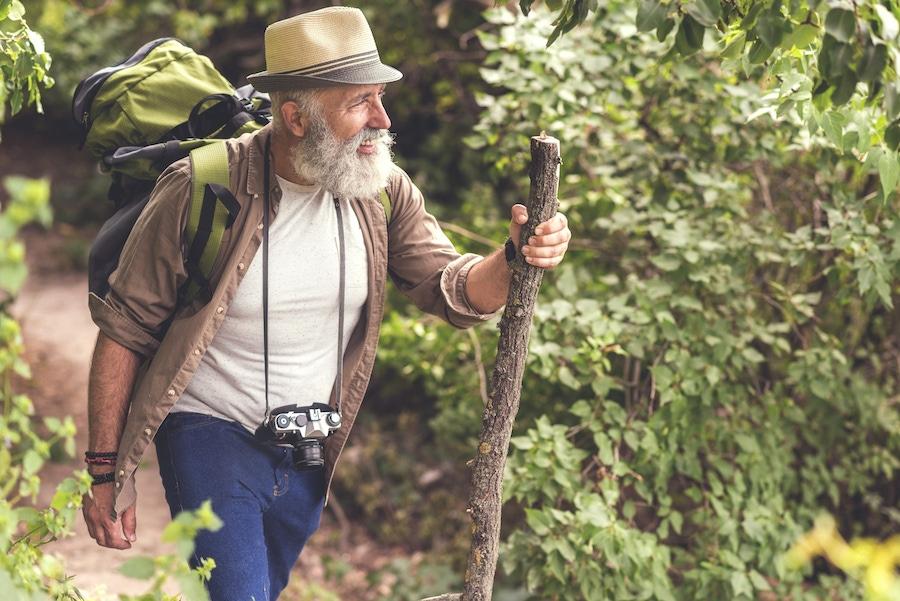 https://thepaleodiet.imgix.net/images/older-man-hiking.jpg?auto=compress%2Cformat&fit=clip&q=95&w=900