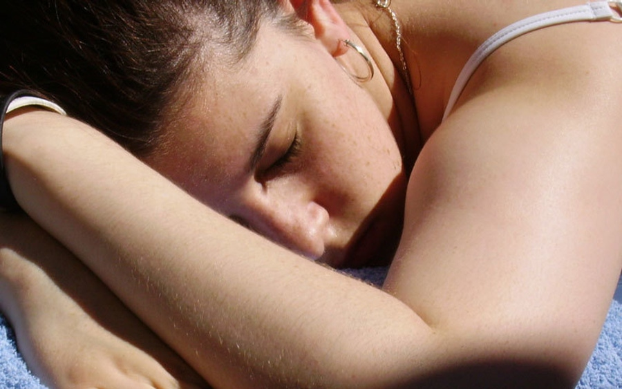 睡眠不足:为什么它会让你看起来很胖