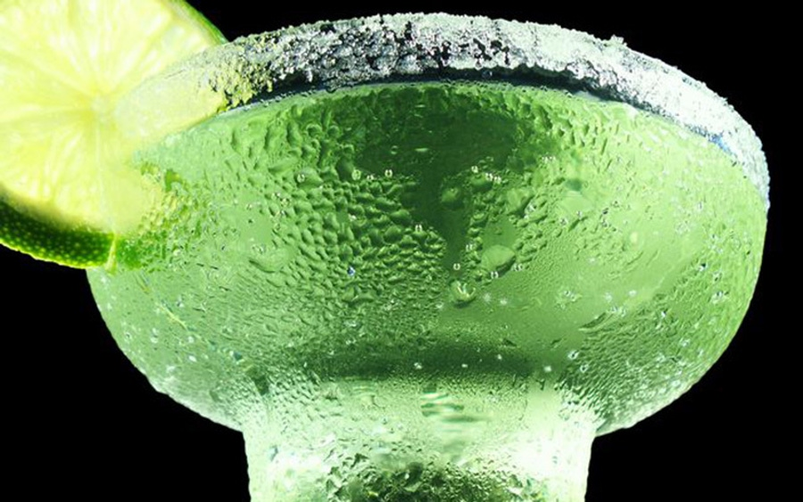 https://thepaleodiet.imgix.net/images/tequila.jpg?auto=compress%2Cformat&fit=clip&q=95&w=900